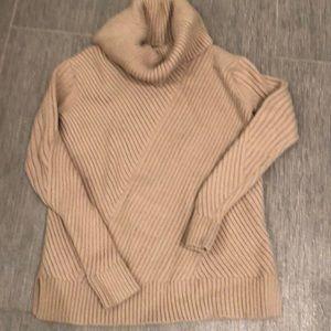 Ann Taylor gorgeous comfy sweater worn few times